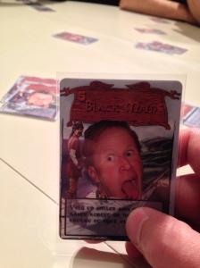 Black Main tvinger deg til å miste kortet ditt.