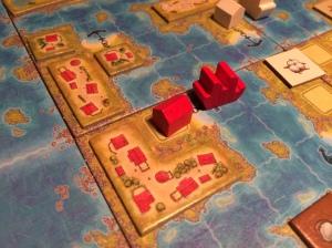 En rød koloni og røde bygninger.