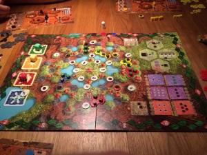 Fire kolonier i kamp om å bevise seg selv i denne lille hagen.