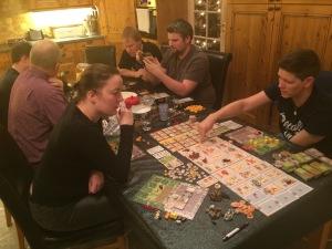 Tiny Epic Kingdoms - så Tiny at det nesten ikke synes innerst på bordet...