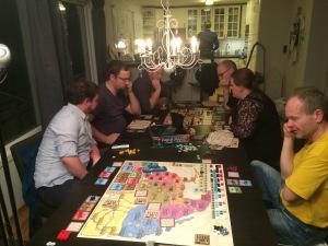 8 spillere og to nye spill på bordet