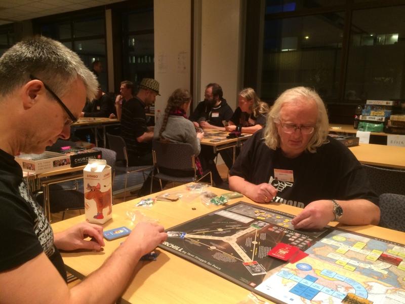 3 spillere rundt det runde bord avgjør verdens skjebne - Eker, Kim og Sveinmain
