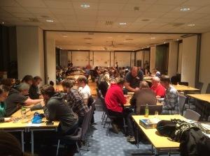 Konferansesalen på Park Inn Hotell er fylt opp med glade spillere:-)
