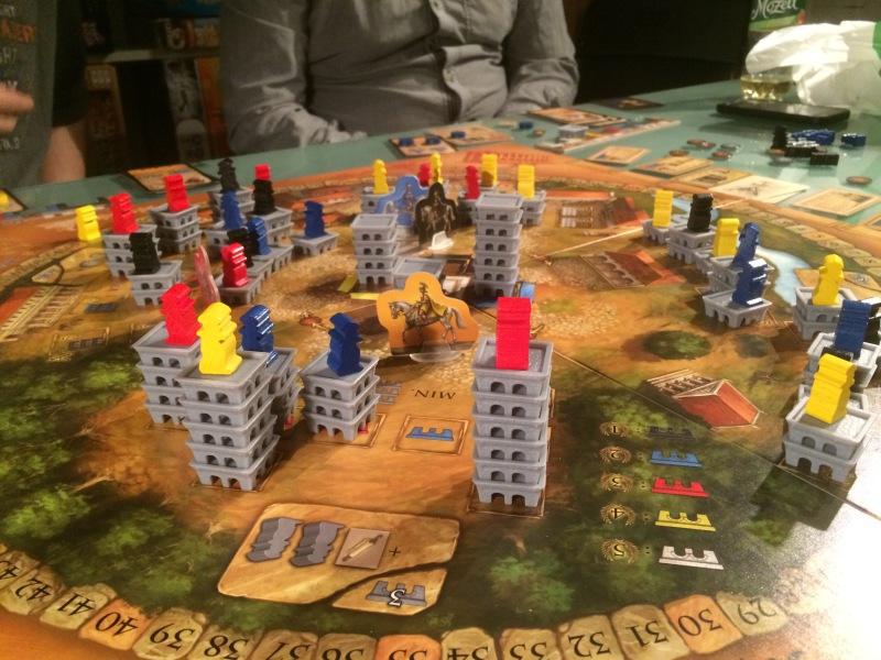 Byen er nesten ferdig utbygd, med markedet i midten.