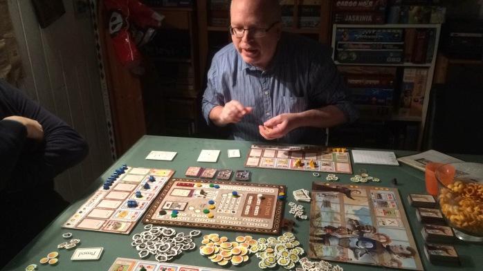 Tar litt tid å sette opp Nations, men Dungeonmaster Peter fikser brasene.