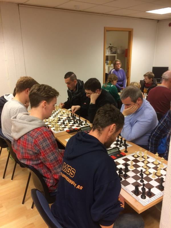 PG-sjakken vokser seg større og større. Noe som gleder et sjakkhjerte!!!
