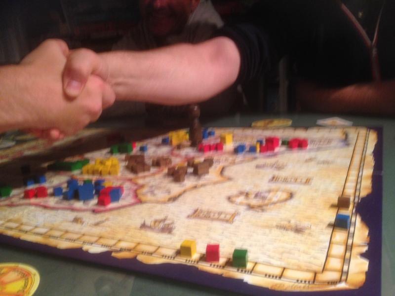 Handshake for peace - Peter(gul) slå Robert(rød) og Sveinmain(grønn) i siste trekk i siste runde.
