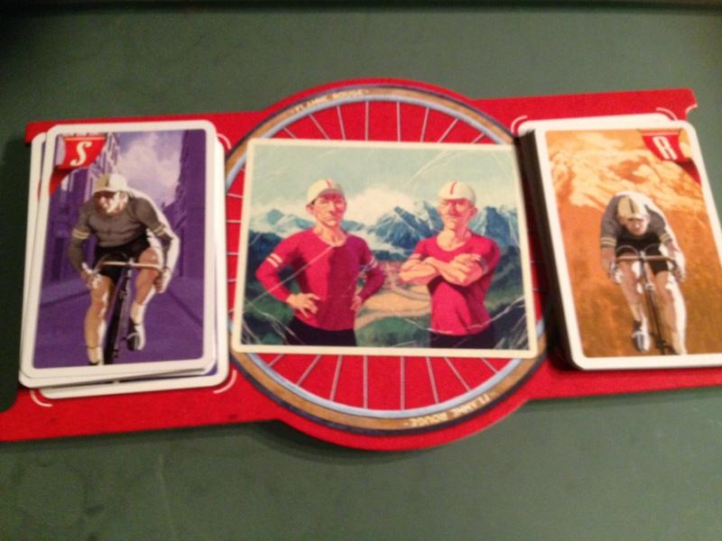 Brettet - trekk 4 kort og velg et kort fra hver bunke som alle snur samtidig.