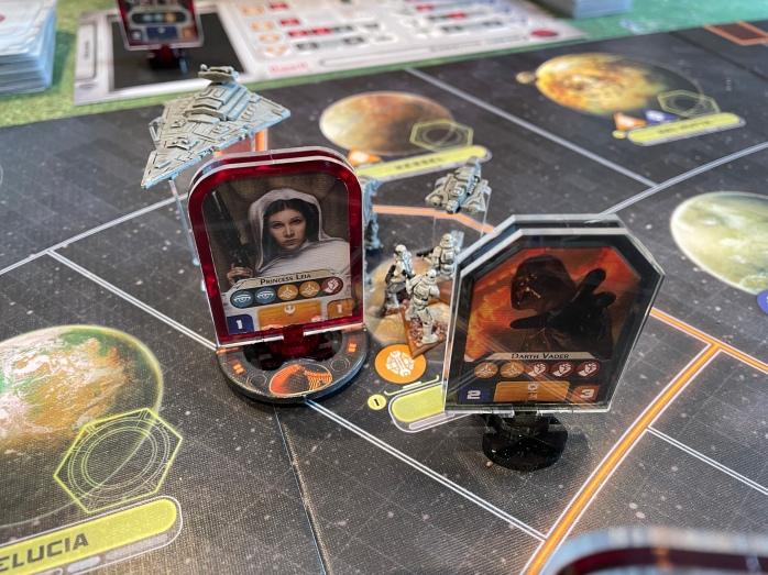 Darth Vader og Leia med en fange-ring rundt seg.
